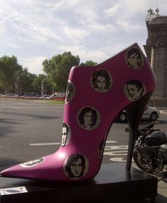 Shoes Street Art In Madrid - Pink Chocolate Break | Fashion Inspiration | Lifestyle Blog | DIY Fashion | Nail Art Designs | Inspirational Quotes | Chocolate | Budget Travel | Pink Chocolate Break | Fashion Inspiration | Lifestyle Blog | DIY Fashion | Nail Art Designs | Inspirational Quotes | Chocolate | Budget Travel