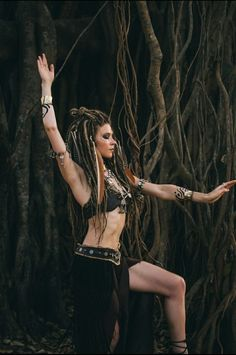 Boho style clip in dreadlocks. Dreads, Look Boho Chic, Boho Style, Warrior Outfit, Beautiful Dreadlocks, Steam Girl, Pose Reference Photo, Sacred Feminine, Wild Style