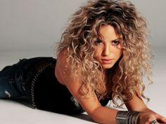 Shakira-curly-hair-style