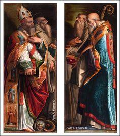Queste tavole, alte circa due metri, raffiguranti e Santi Donato ed Ilariano in quella a sinistra; Romualdo e Benedetto in quella a destra, furono dipinte ad olio da Giorgio Vasari per far parte del complesso pittorico dell'altare maggiore della chiesa, ai lati della Deposizione ed insieme alle tredici tavolette di predella. Mantennero questa posizione dal 1540 a 1775 quando ci fu una grande ristrutturazione della chiesa. Da quel momento furono poste sulle pareti laterali della chiesa.