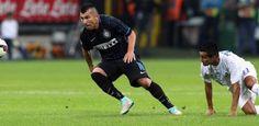 Quieren blindar al chileno - El Inter de Milán está meditando ofrecerle un contrato de renovación a Gary Medel, ya que ha tenido un rendimiento más que bueno en los primeros p...