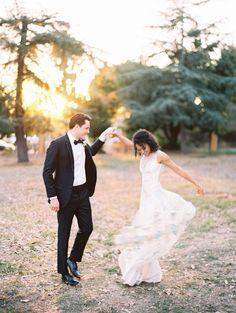 dancing around – wedding photography bride and groom Wedding Picture Poses, Wedding Poses, Wedding Portraits, Wedding Pictures, Wedding Dresses, Wedding Ideas, Wedding Bride, Wedding Details, Rustic Wedding