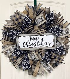 Christmas Wreaths For Front Door, Holiday Wreaths, Winter Wreaths, Deco Mesh Christmas Wreaths Diy, Burlap Christmas Decorations, Homemade Christmas Wreaths, Homemade Wreaths, Deco Wreaths, Wreath Crafts