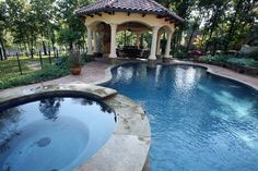 Mediterranean Style Gunite Swimming Pool, Spa, and Outdoor Kitchen with Alabama Chop-Stone Flagstone Coping located in Tyler, Texas -by Preferred Pools Inc.