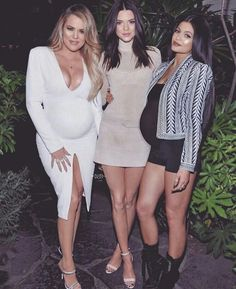 Kendall Jenner Launches CK Series with Kylie By Her Side!: Photo Kendall Jenner is joined by her younger sister Kylie and older half-sister Khloe Kardashian while looking super chic at the Opening Ceremony and Calvin Klein Jeans… Kendall Jenner, Kris Jenner, Kylie Jenner Fotos, Trajes Kylie Jenner, Estilo Kylie Jenner, Jenner Photos, Kylie Jenner Outfits, Kendall And Kylie Jenner, Bruce Jenner