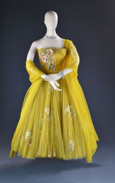 Ethel Merman, Call Me Madame, Century Fox, Designed by Irene Sharaff, The Collection of Motion Picture Costume Design Larry McQueen Hollywood Gowns, Hollywood Costume, Hollywood Glamour, Hollywood Fashion, Vintage Outfits, Vintage Dresses, Vintage Fashion, Movie Costumes, Cool Costumes
