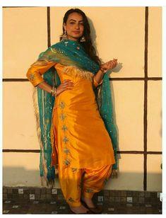 Punjabi Wedding Suit, Punjabi Suits Party Wear, Party Wear Indian Dresses, Punjabi Salwar Suits, Dress Indian Style, Indian Fashion Dresses, Wedding Suits, Punjabi Fashion, Patiala Salwar