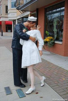 Another photo of a J. Seward Johnson sculpture of a sailor kissing his signifigant other in downtown Carmel