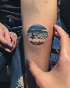 Pin for Later: 46 Beachy Tattoos That Will Make Your Summer Memory Last Forever Circle Tattoos, Mini Tattoos, Body Art Tattoos, Cool Tattoos, Circular Tattoo Designs, Beachy Tattoos, Scenic Tattoo, Kreis Tattoo, Surf Tattoo