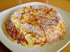 Recette de Gâteau surprenant . Il vous faut : sucre en poudre, sucre vanillé, oeufs, farine fluide, 1 demi sachet de levure, sel, lait, huile, pommes ou autres fruits