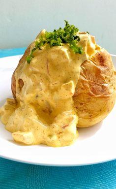En kall kycklingröra med currysmak som passar perfekt till bakad potatis eller som fyllning i baguetter. Jag gör röran från scratch och grillar kycklingen själv. Det godaste kycklingröran jag någonsin smakat.