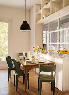 Dress up the kitchen furniture with a small budget - Home Fashion Trend Easy Home Decor, Home Decor Trends, Kitchen Chairs, Kitchen Decor, Kitchen Ideas, Interior Design Boards, Interior Decorating Styles, Küchen Design, Kitchen Remodel