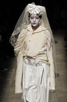 Comme des Garcons, Autumn/Winter Ready-to-Wear Quirky Fashion, 90s Fashion, Runway Fashion, Fashion Art, Fashion Models, Fashion Outfits, Japanese Fashion Designers, Rei Kawakubo, Comme Des Garcons