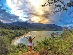 Mirante do Coração is the best place to enjoy the scenery of the Castelhanos beach. Close to this trail is also located the Gato waterfall which has beautiful natural pools with crystal clear water. Photo: @halllana #Ilhabela # SãoPaulo #VisitBrasil #LoveBrazil Capturado por visitbrasil