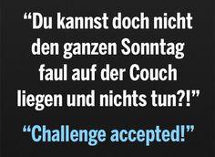 Den ganzen Sonntag faul auf der Couch liegen (Menschen Bilder) - Tags: challenge accepted, couch, faul, sofa, sonntag