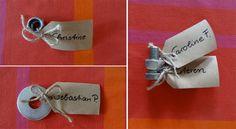Tischkarten mit Schrauben und anderen Maschinenelementen zur Hochzeit