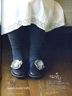 Light cotton dress, thick cozy tights and corsage shoes.
