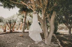 Qué es una destination wedding? Es una boda en la que la novia se casa a más de 160km de su lugar de residencia. Pues bien, eso es lo que hicieron Harriet y Zak, que viajaron desde Inglaterra hasta Alicante, España, para disfrutar de la vida mediterránea y su espléndido clima. Recordamos el día que …