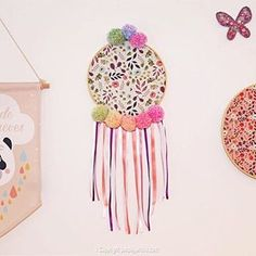 Un attrape rêves pastel et fleuri {DIY} - Purple Jumble Dream Catcher, Pastel, Home Decor, Floral, Homemade Home Decor, Dreamcatchers, Cake, Decoration Home, Interior Decorating