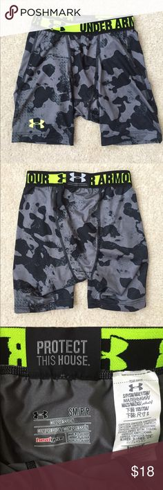 Men's Under Armour Compression Short NWOT, Men's Under Armour Heat Gear Compression short in grey camo. NEVER USED or WORN! Great for football or any sport! Under Armour Shorts Athletic