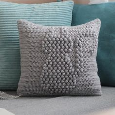 Weaving crochet art: kitty pillow - Diy and craft Crochet Cushion Cover, Crochet Pillow Pattern, Crochet Cushions, Crochet Patterns, Crochet Home Decor, Crochet Art, Crochet Gifts, Selling Crochet, Pillow Crafts