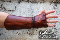 [Alberic] articulated leather fingerless gauntlet