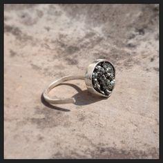 #joia #joias #joalheria #jewelry #jewellery #instafashion #instajewelry #instajewelrygroup #jewellerymonthly #blingbling #anel #ring #silver #prata #silversmith #metalsmith #metal #pirita #moda #fashion #linaprades #linapradesjoias #linapradesjewelry