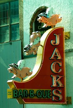 When Pigs Fly Jack's Bar-B-Que - Nashville, Tennessee, USA We have eaten here many times. If you like a more casual atmosphere this id def the place to go Gatlinburg Tennessee, Tennessee Vacation, Tennessee Usa, Tn Usa, Nashville Trip, Nashville Food, Nashville Skyline, Vintage Neon Signs, Bar B Que