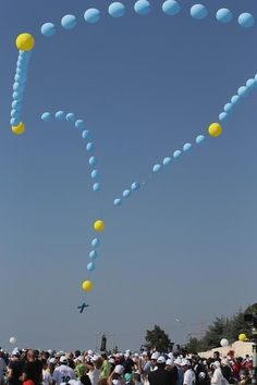 Balloon rosary for Pope Benedict in  Lebanon.