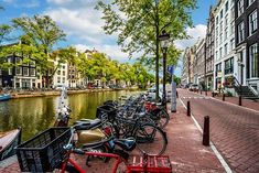 Amsterdam is one of the most beautiful locations in Europe. Keep reading for what makes Amsterdam the perfect location for a fun-filled city break. Tour En Amsterdam, Visit Amsterdam, Amsterdam Travel, Amsterdam Netherlands, Travel Netherlands, Manneken Pis, Pub Crawl, Bruges, Amazing Destinations