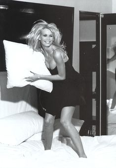 Claudia Schiffer, oh my would I love to pillow fight with her.....and other things