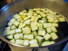 How to freeze and store zucchini