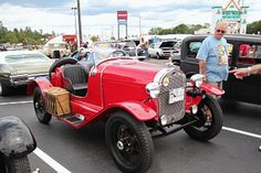 Ten Things You Should Never Do in a Parking Lot - 4. Informal car shows