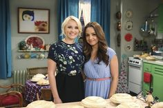 Emily and Aimee are so cute as TV best friends Gabi and Sofia! And we love their outfits! | Young & Hungry