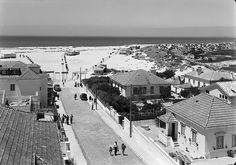 Costa de Caparica, Almada, Portugal by Biblioteca de Arte-Fundação Calouste Gulbenkian, via Flickr