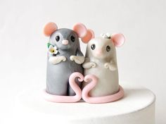 Mouse Wedding Cake Topper with Heart by Bonjour Poupette