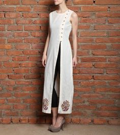 Astha & Sidharth as a label truly represents gutsy and driven designers attempting to revolutionize the design scape. Their work is a reflection of everyday beauty and uniqueness. India Fashion, Ethnic Fashion, Asian Fashion, Look Fashion, Pakistani Dresses, Indian Dresses, Indian Outfits, Indian Attire, Indian Wear