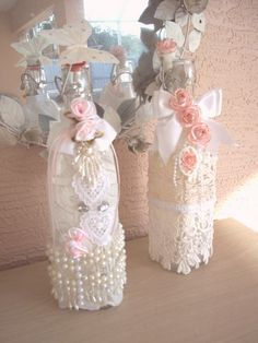 Decorative Bottles : Botellas decoradas -Read More – Diy Bottle, Wine Bottle Crafts, Jar Crafts, Bottle Art, Diy And Crafts, Shabby Chic Crafts, Shabby Chic Decor, Vintage Crafts, Vintage Shabby Chic