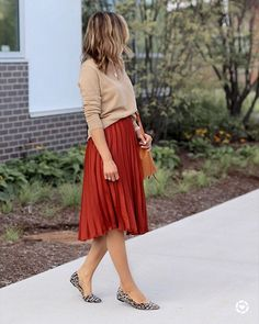 Herbstfarben Midirock Outfit Source by midi skirt outfit Red Skirt Outfits, Winter Skirt Outfit, Modest Outfits, Modest Fashion, Spring Outfits, Fashion Outfits, Orange Skirt Outfit, Winter Outfits, Winter Clothes