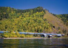 A viagem do Golden Eagle Trans Siberian Express é uma das viagens míticas para os grandes viajantes. Dura 15 dias e liga Moscovo a Vladivostock, na Sibéria, passando pelos montes Urais e Mongólia. Ao todo são mais de dez mil quilómetros com muitas paragens, por entre cenários deslumbrantes