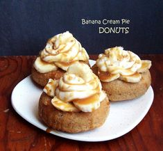 Here's an easy recipe for moist and delectable banana donuts. Fill with cream and banana slices, then drizzle with a dairy free caramel glaze for banana cream pie donuts. Gluten free, dairy free, vegan, and so delicious. Egg Free Recipes, Donut Recipes, Cake Recipes, Gluten Free Banana, Gluten Free Sweets, Vegan Pie, Baked Banana, Sweet Cherries, Banana Cream