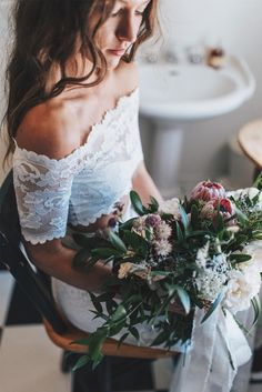 GLL Bride Tori's wild, native blooms | Image by Titus Haug