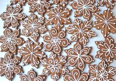 As the snow was falling from the sky yesterday, these gingerbread snowflakes were adorning my kitchen table. I sat there for hours, my pastry bag filled with royal icing, having too much fun decor… Christmas Sweets, Christmas Gingerbread, Christmas Goodies, Christmas Baking, Cookie Icing, Royal Icing Cookies, Cake Cookies, Sugar Cookies, Snowflake Cookies