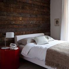 Wood feature wall bedroom - Interior designs for your home Dark Master Bedroom, Wood Bedroom, Master Bedroom Design, Bedroom Decor, Bedroom Rustic, Bedroom Ideas, Interior Design Blogs, Dark Brown Walls, Feature Wall Bedroom
