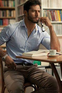 Men's Light Blue Gingham Dress Shirt, Brown Chinos, Dark Brown Leather Belt… - Men's style, accessories, mens fashion trends 2020 Sharp Dressed Man, Well Dressed Men, Stylish Men, Men Casual, Smart Casual, Casual Wear, Casual Office, Casual Styles, Casual Chic