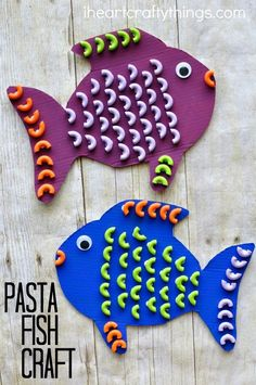 Elbows Macaroni Pasta is the perfect shape for making a fun and colorful pasta fish craft for kids. Great ocean kids craft, summer kids craft and preschool craft.