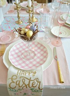 easter decorations 485966616041227528 - 12 Beautiful and Easy Easter Tablescape Ideas to Make Source by Easter Dinner, Easter Party, Easter Brunch, Easter Gift, Easter Table Settings, Easter Table Decorations, Easter Centerpiece, Table Place Settings, Diy Centerpieces