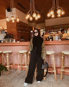 Another comfy pants! Casual Hijab Outfit, Ootd Hijab, Hijab Chic, Casual Outfits, Fashion Outfits, Hijab Fashion Inspiration, Comfy Pants, Beautiful Hijab, Comfy Casual