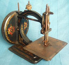 I LOVE the beautiful Stars of David on the side of the machine! Sewing Machine Accessories, Embroidery Tools, Vintage Sewing Notions, Sewing Cards, Antique Sewing Machines, Old Tools, Machine Tools, Sewing Tools, Antiques