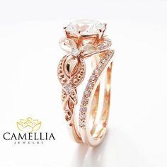 Unique Moissanite Engagement Ring Set 14K Rose par CamelliaJewelry